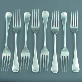 A set of eight Edwardian sterling silver dessert forks in Old English pattern, hallmarked Sheffield