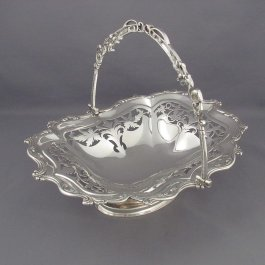 A heavy Edwardian sterling silver cake basket by William Devenport, hallmarked Birmingham 1906. Pierced oblong shaped