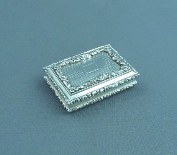 A large fine quality William IV sterling silver vinaigrette by Nathaniel Mills, hallmarked Birmingham 1835. Rectangular with applied floral