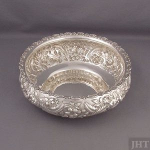 An American sterling silver rose bowl by AG Schultz & Co., Baltimore c. 1910. Circular shape with convex sides and with