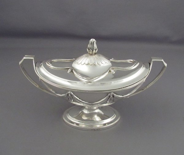 A pair of fine quality George III sterling silver sauce tureens by William Frisbee, hallmarked London 1798. Neoclassical style, oval