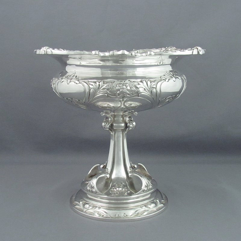A fine quality Edwardian Art Nouveau silver comport by Henry Wigfull, hallmarked Sheffield 1905. Circular with flared rim