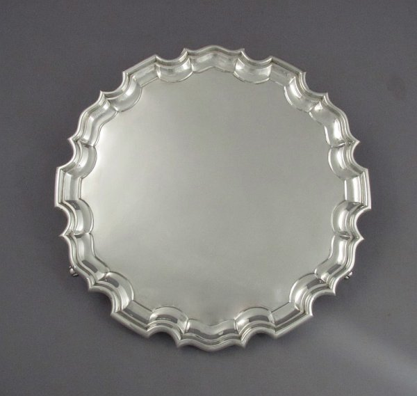A English sterling silver salver by Cooper Brothers & Sons, hallmarked Sheffield 1922. Circular with Chippendale edge and applied