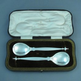 A pair of Edwardian sterling silver berry spoons by George Jackson & David Fullerton, hallmarked London 1910. Egg shaped bowls