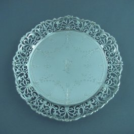 A pretty George V sterling silver salver by George Jackson & David Fullerton, London 1913. Circular, with ornate pierced and engraved