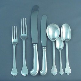 An English sterling silver flatware set for 6 in Trefid pattern, by Francis Higgins & Son Ltd, hallmarked London 1923 comprising