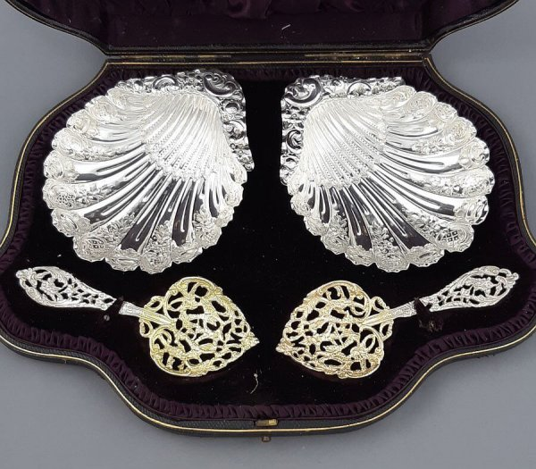 A rare Victorian sterling silver bon bon serving set by Hamilton and Inches, hallmarked Edinburgh 1893. Comprising a pair of scallop shell