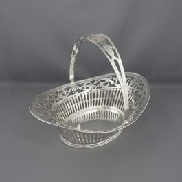 An antique Dutch .833 silver cake basket hallmarked for 1819, maker's mark R in script. Neoclassical style, oval body with everted rim