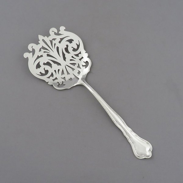 Roden Brothers sterling Chippendale pattern tomato server with pierced blade, Toronto c. 1930