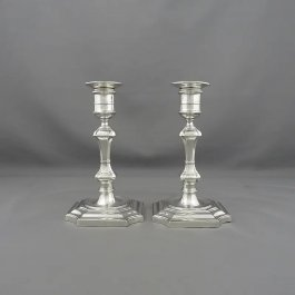 A pair of English sterling silver candlesticks by Mappin & Webb Ltd, hallmarked London 1912