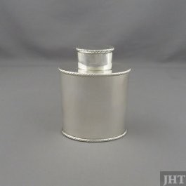 George III sterling silver tea caddy by Thomas Chawner, hallmarked London 1772